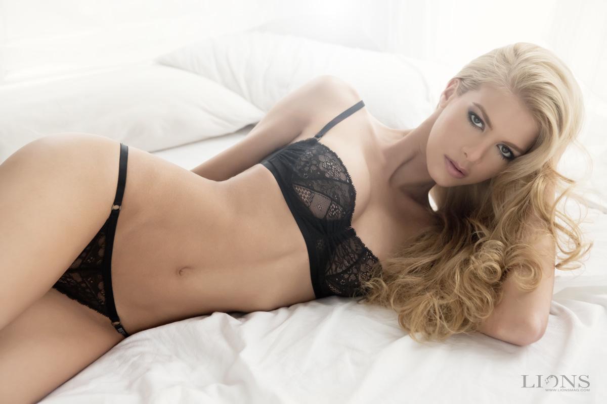 Jessica Collins Hot Photo