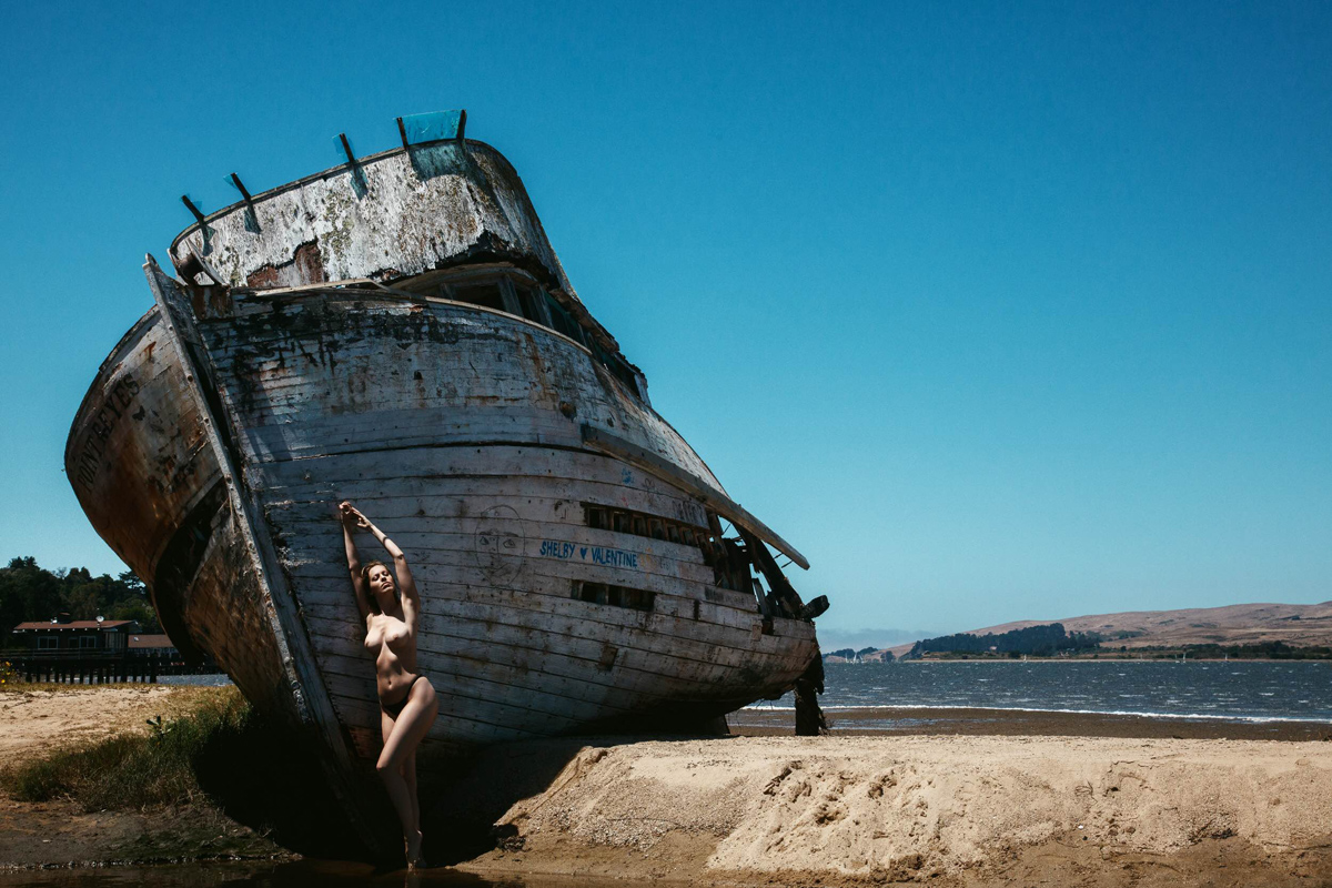 Shipwreck Editorials  Jeff Tse Hillary Trainer body art body bikini beachwear art   - LIONS - premium nude photography magazine