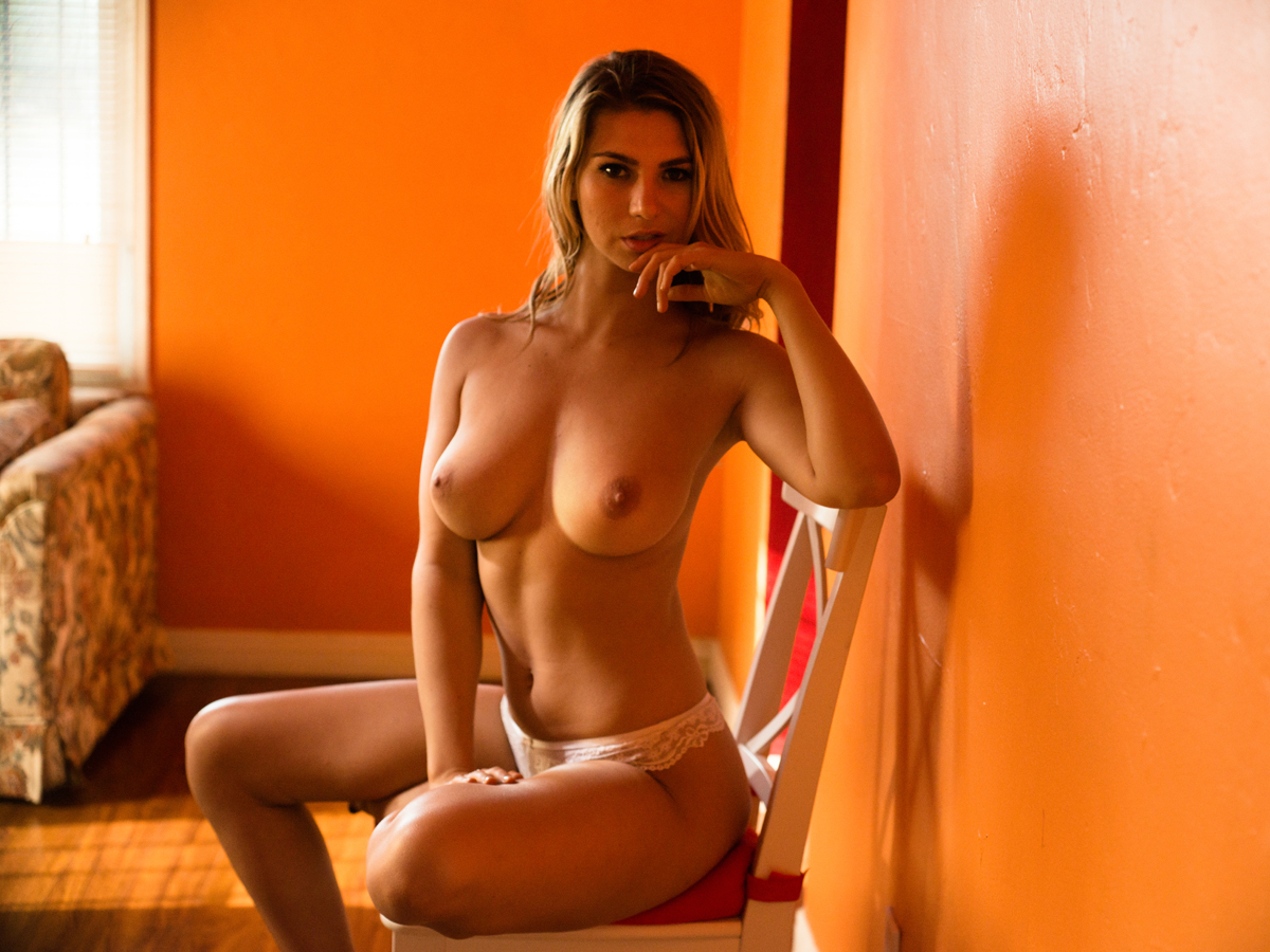 naked model Lindsey photographed byMortonovich