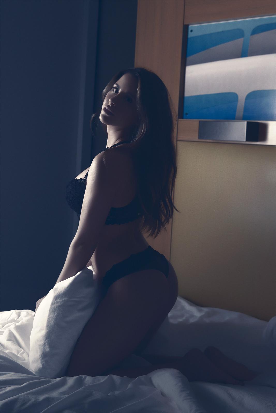 In the Night Women    // lionsmag.com - premium nude photography magazine