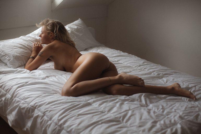 Blue Summer Women    // lionsmag.com - premium nude photography magazine