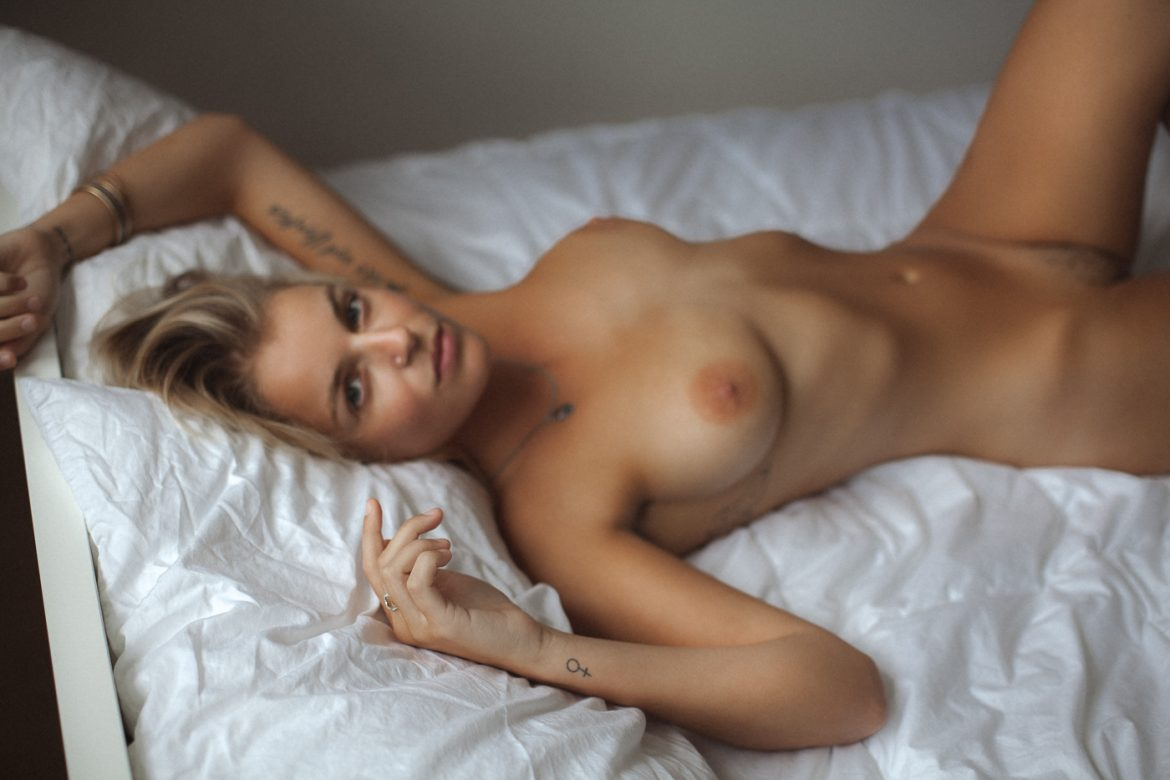 Blue Summer Women    // lionsmag.com - premium nude photography magazine