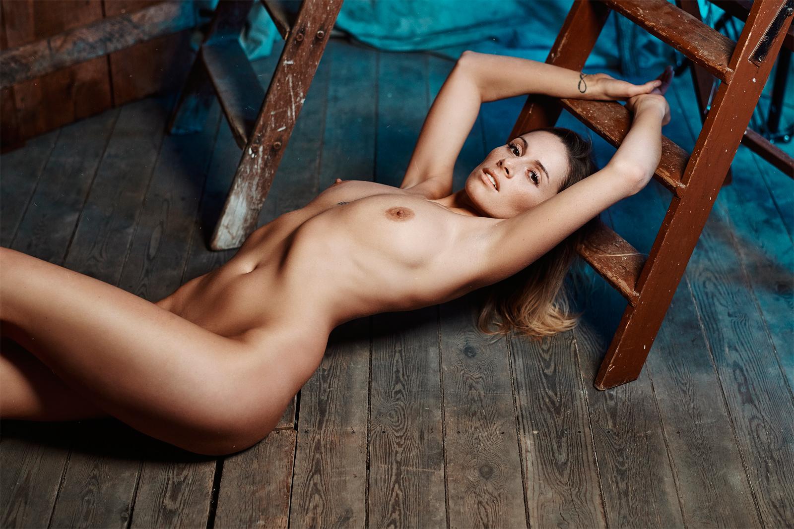 Romance Women    // lionsmag.com - premium nude photography magazine