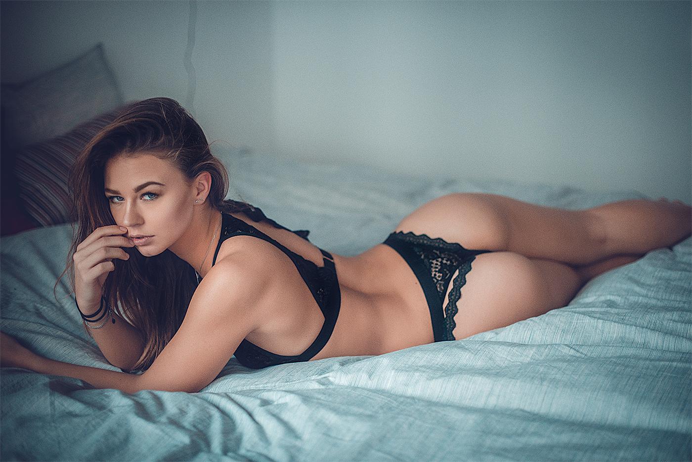 Laury Women    // lionsmag.com - premium nude photography magazine