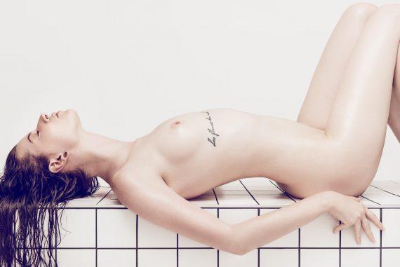Après le bain Women  photoshooting photoshoot photographer nudes nude art editorial body art babes artwork art   // lionsmag.com - premium nude photography magazine