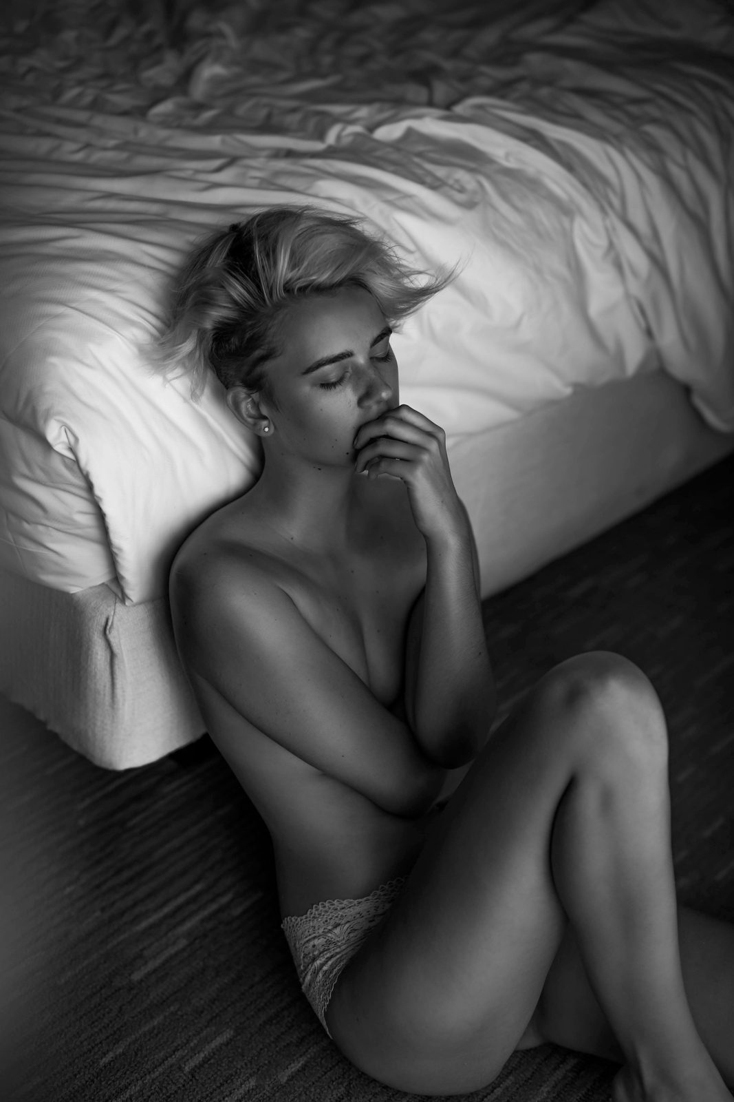 Don't be alone tonight Women  Chelsey Boll   // lionsmag.com - premium nude photography magazine