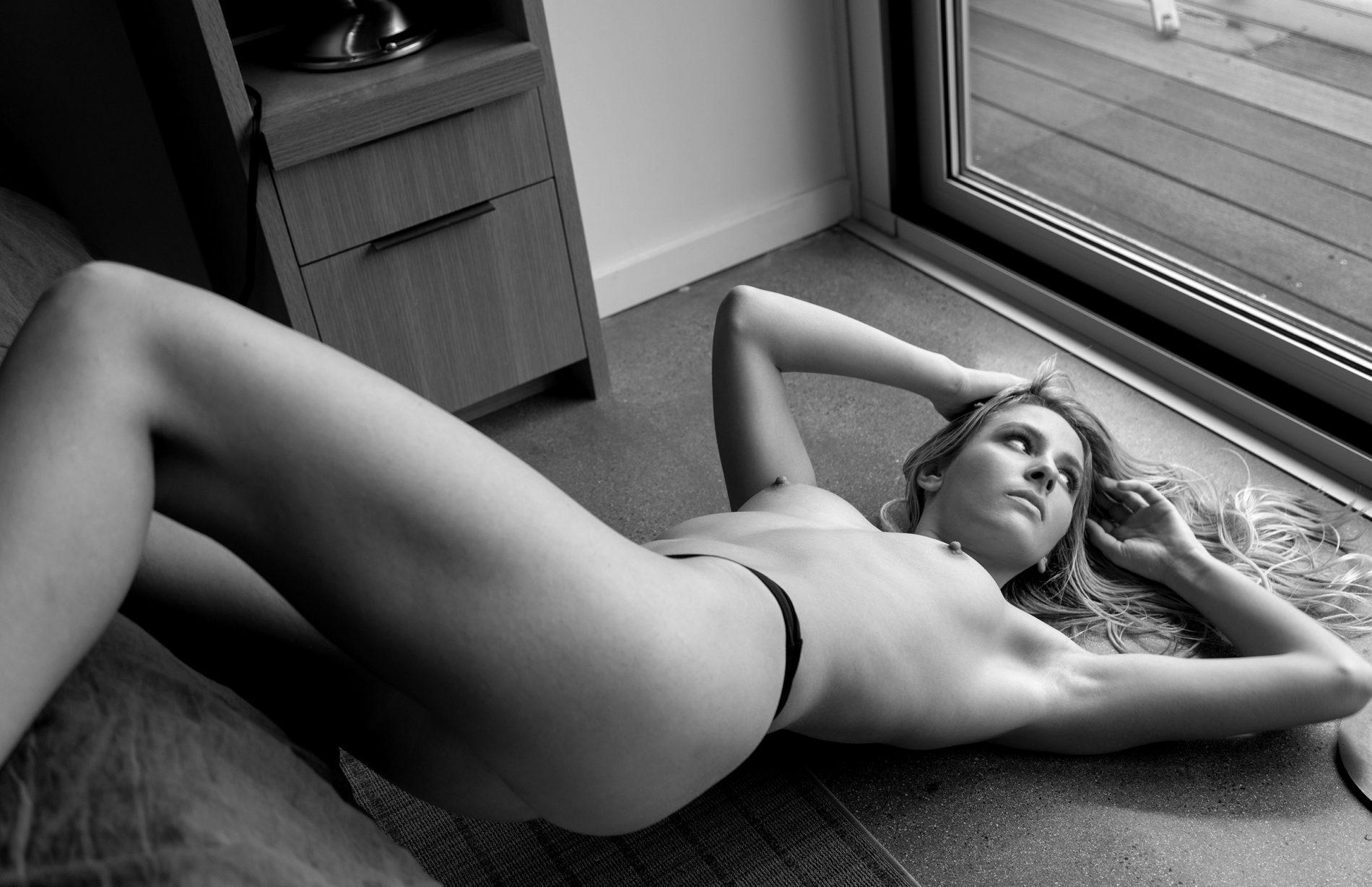 Cityscapes Women  photoshooting photoshoot photography photographer nudes nude art nude models lionsmag lions magazine lingerie body art body blackandwhite   // lionsmag.com - premium nude photography magazine