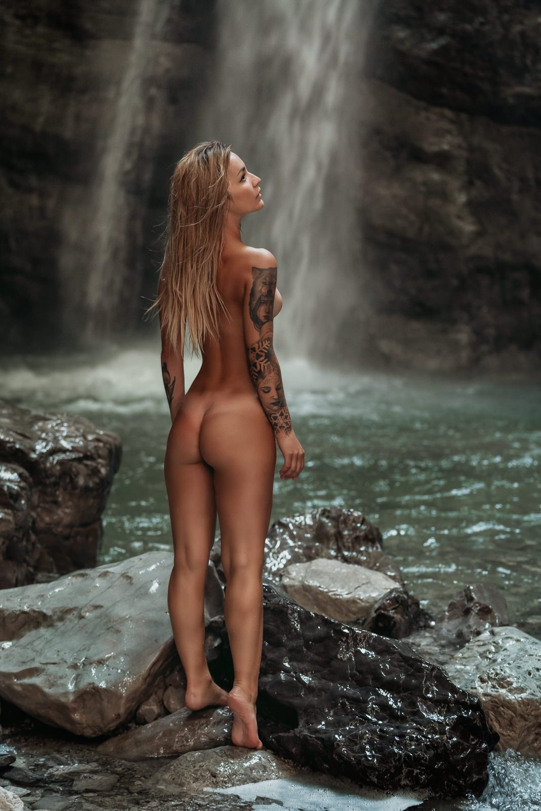 Erica Vignola photographed by Nico Ruffato in a beautiful waterfall in the Dolomites.